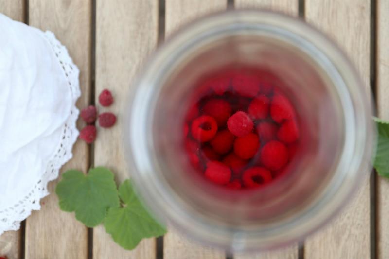 Hindbærsnaps med masser af hindbær