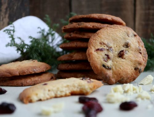 Cookies med hvid chokolade, tranebær og marcipan
