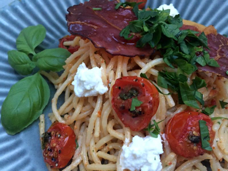 Spaghetti med ricotta og ovnbagte tomater
