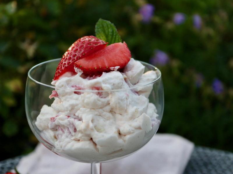 Hjemmelavet Eton Mess med jordbær