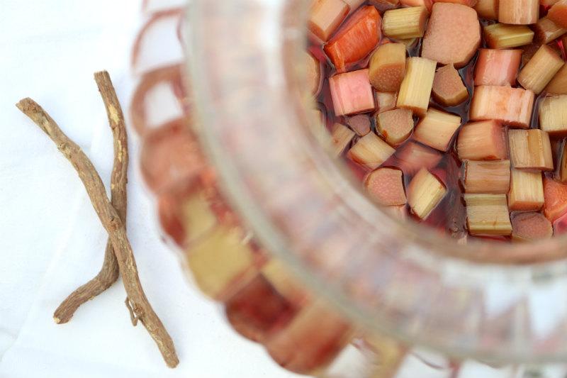 Rabarbersnaps med lakridsrod