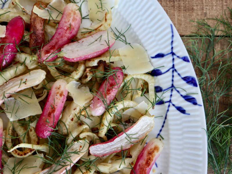 Fennikelsalat med radiser og ost