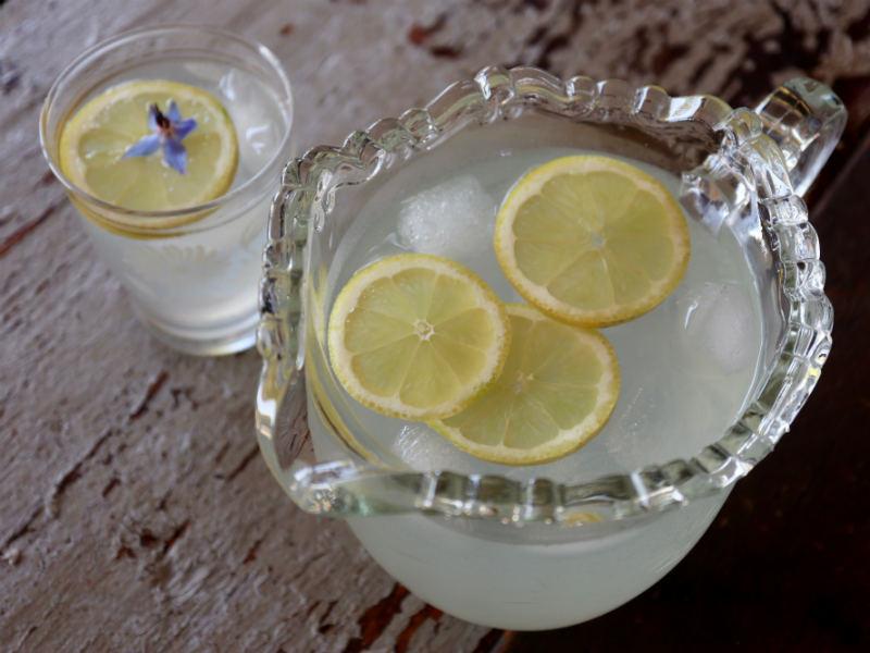 Lav din egen citronlemonade