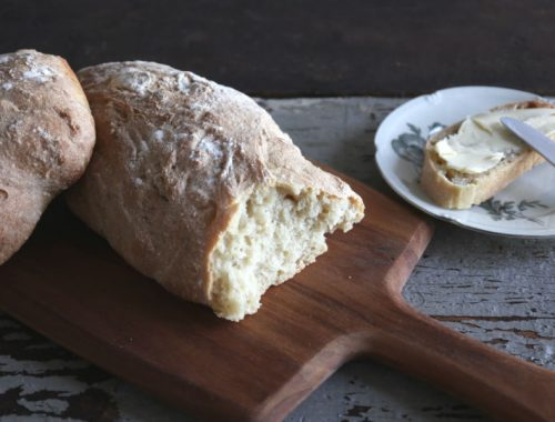 Hjemmebagt rustikt brød