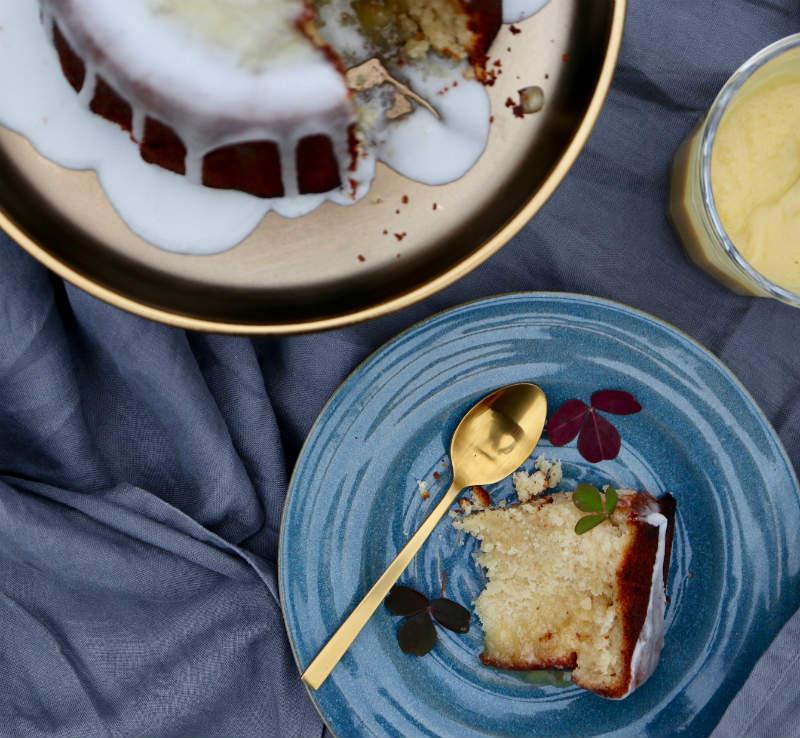 lemon curd-kage med limoncello-glaze