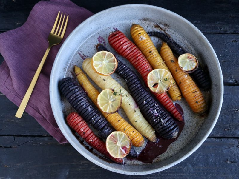 Hasselback gulerødder med citron og honning