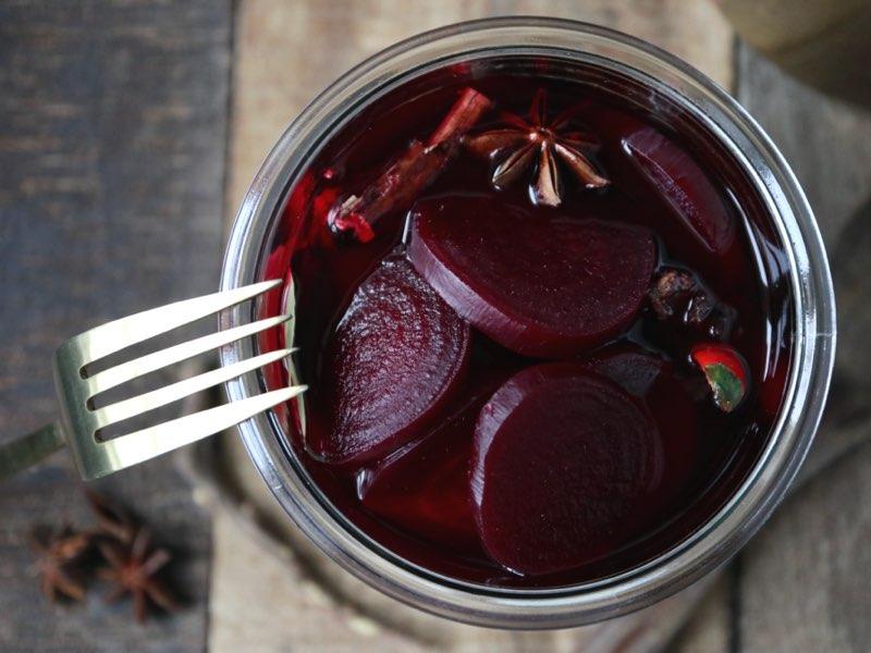 Syltede rødbeder med lakridsrod og chili