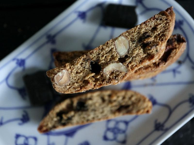 Biscotti med lakrids og hvid chokolade