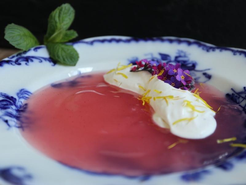 Siet rabarbergrød med fermenteret fløde