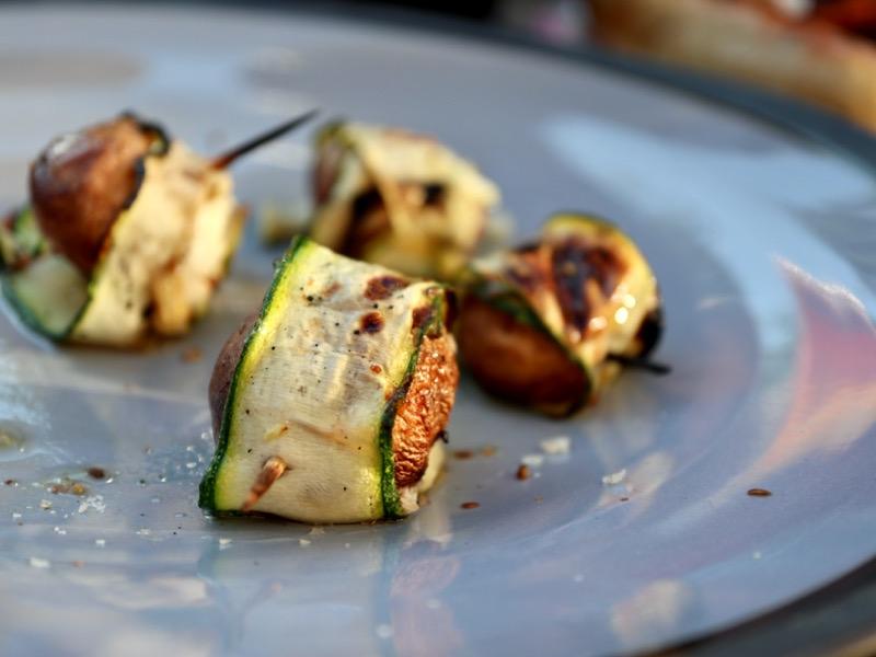 Grillede svampe med fetaost og squash