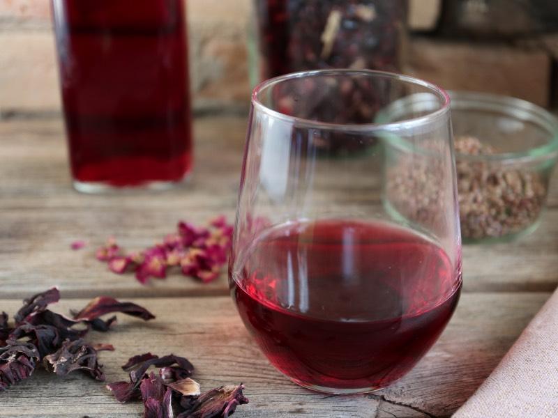 Opskrift på pink gin