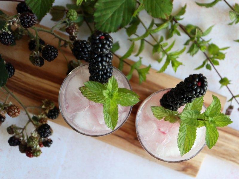 Gin Bramble med hjemmelavet brombærsirup